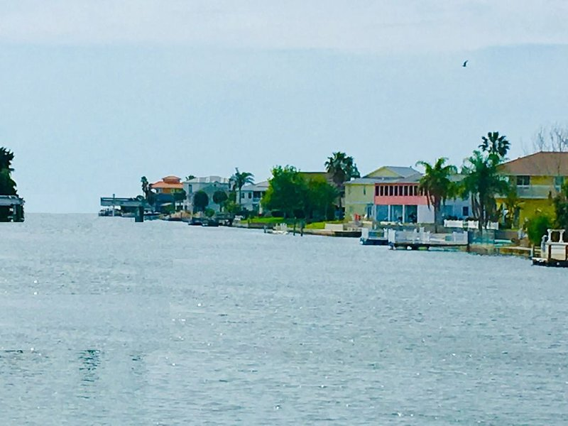 Direct Gulf access on deep water canal and private floating dock, holiday rental in Hernando Beach