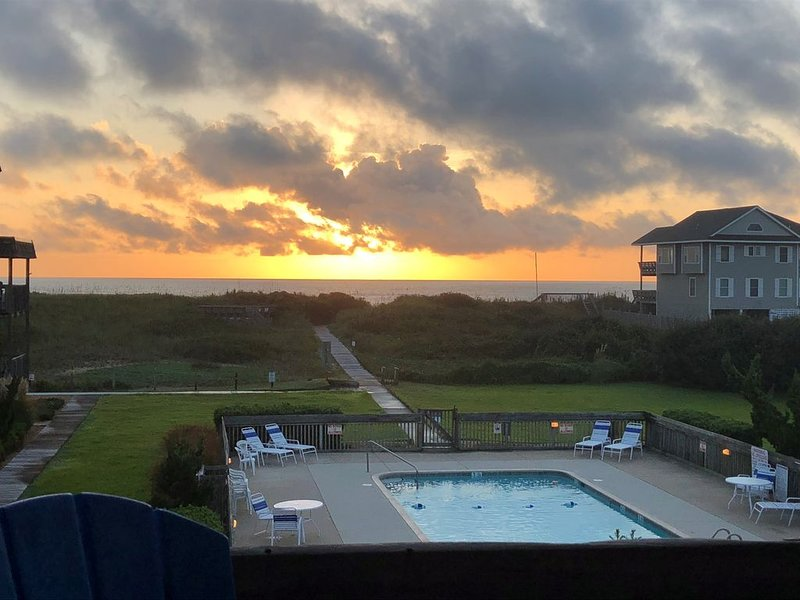 Updated Oceanfront Condo with Great Views!, holiday rental in Duck