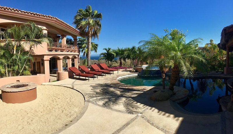 5 BDRM VILLA ON BEAUTIFUL LARGE PROPERTY . POOL, SWIM UP BAR, SAND VOLLEYBALL, holiday rental in Cabo San Lucas