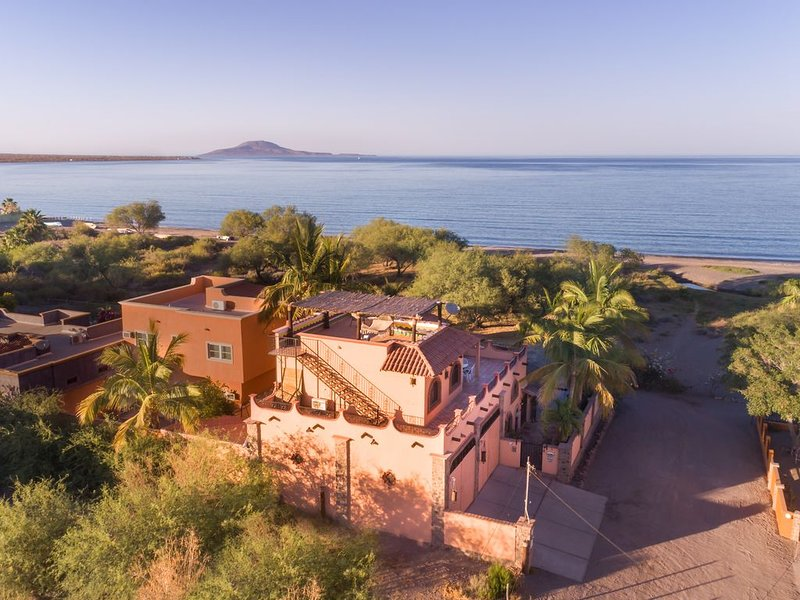 Beachfront in Town with amazing views, enjoy Loreto without a car., vacation rental in Loreto