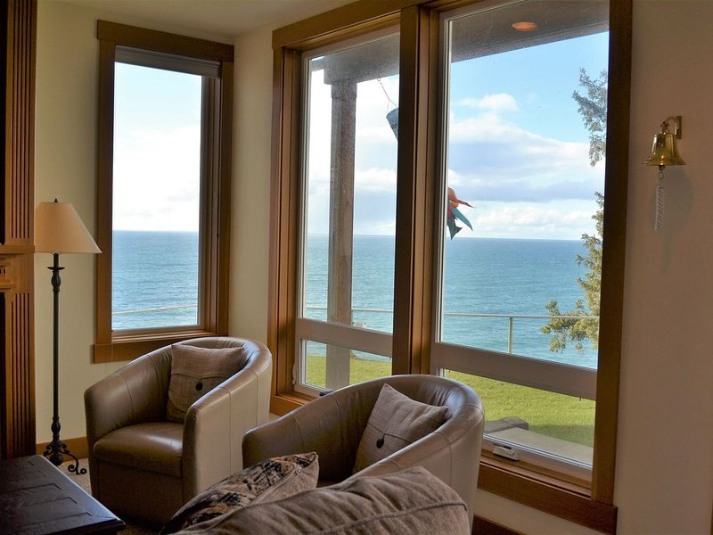 Panoramic Ocean Views on the Cliffs at Whalers Point Condominiums (Sleeps 4), Ferienwohnung in Seaside