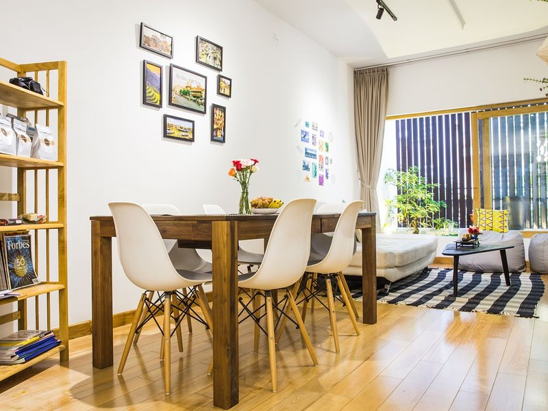 HUGE - MODERN HOME - LUXURIOUS - NEAR DISTRICT ONE, vacation rental in Dong Nai Province
