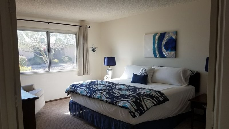 Sun City West Condo! Over 55+ community!, holiday rental in Sun City West