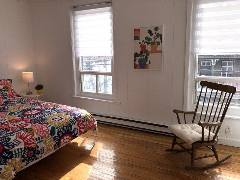 Spacious apartment in heart of downtown La Malbaie, location de vacances à Kamouraska