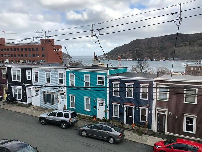 Townhouse in ★ Prime ★ Downtown Location, alquiler vacacional en Petty Harbour