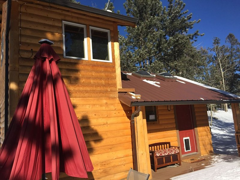 Peaceful Rustic Cabin - Private, vacation rental in Woodland Park