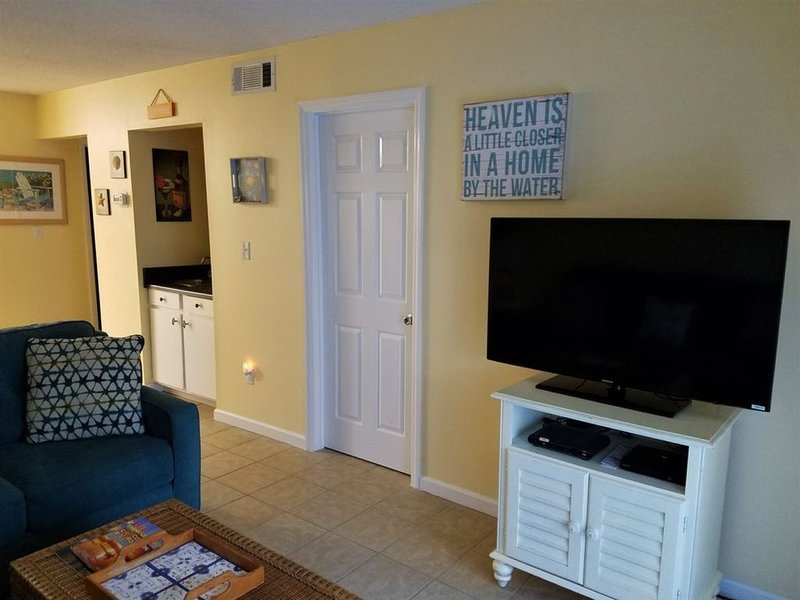 Beautifully Renovated Fiddlers Cove, 300Yards to Beach!!, location de vacances à Parris Island