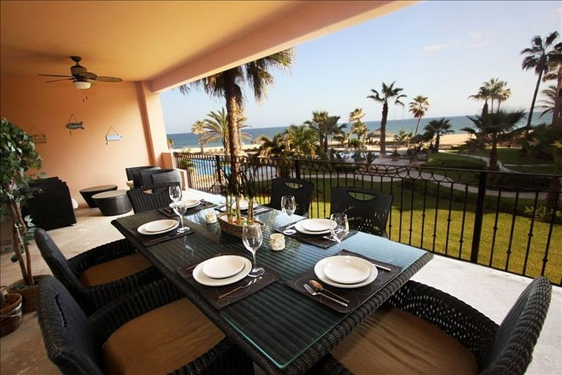 2200sqft of Beachfront Luxury at reasonable prices!!, aluguéis de temporada em Los Cabos