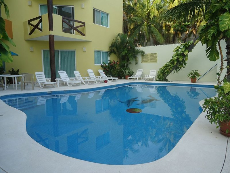 Beautiful Condo one block from beach at Huatulco, holiday rental in Crucecita