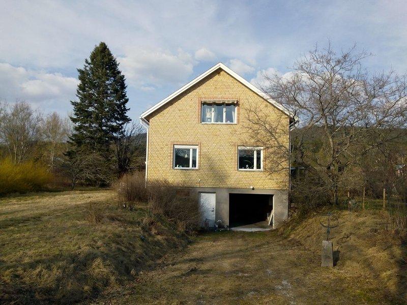 Cozy Villa near Klaralven River and pristine Forest, vacation rental in Stollet