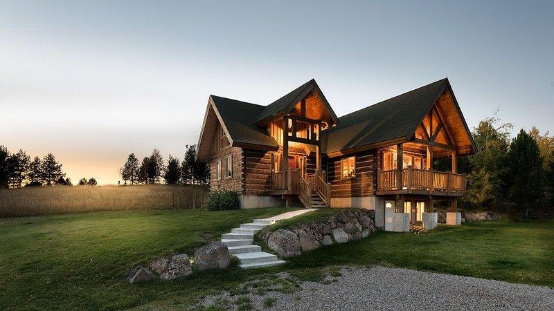 Private Log Home, unparalleled Teton Views, 10 minutes from downtown Driggs, – semesterbostad i Tetonia