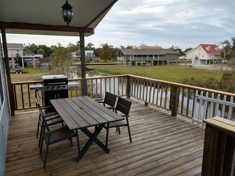 Waterfront Home with a flair for comfort. Easy access to Jourdan River – semesterbostad i Waveland