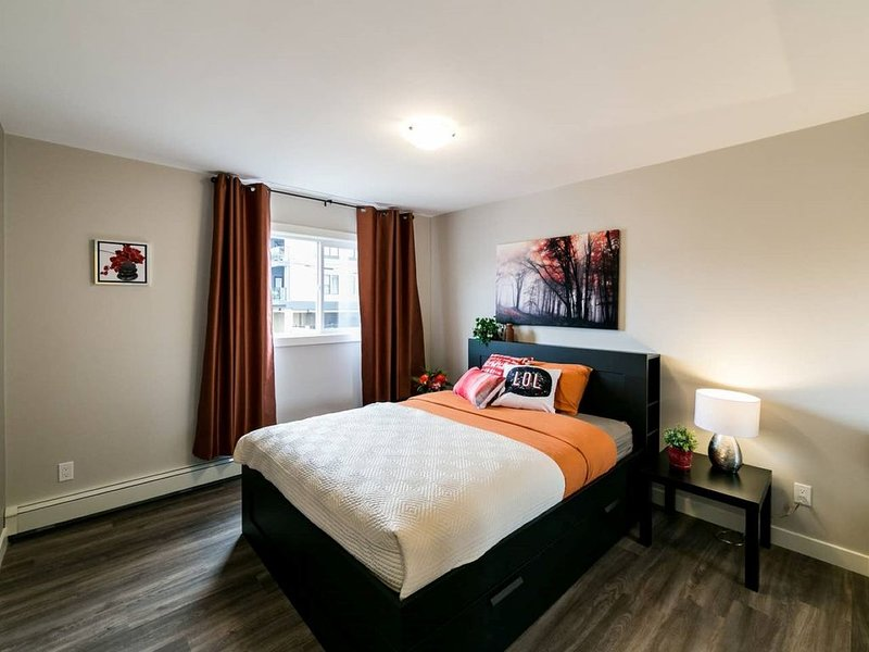 Economical & Centrally Located Crew Accomodations, holiday rental in Spruce Grove