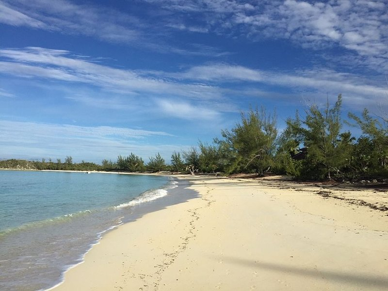 Luxury 4 Bedroom Beach Front Home On A Secluded Pristine Bahamian Beach, aluguéis de temporada em Cat Island