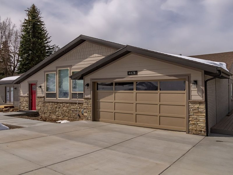 Beautiful view & seclusion, minutes from downtown Salt Lake City. Clear air!, location de vacances à Holladay