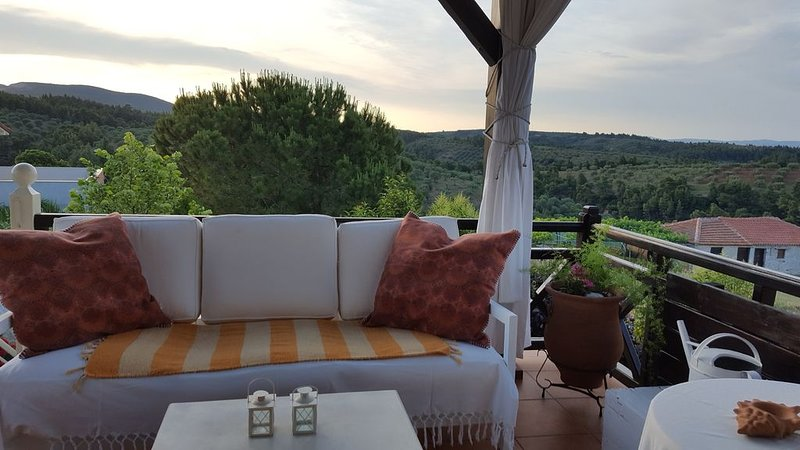�-A Stone-built House with spectacular views -�, vacation rental in Ormos Panagias