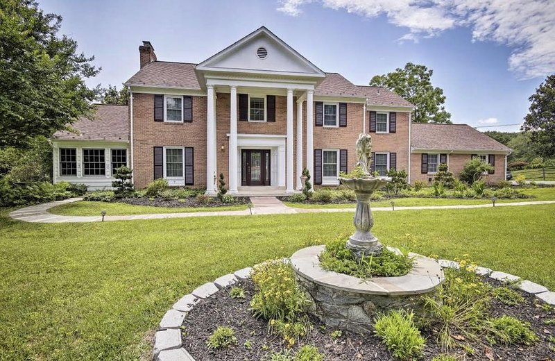 Luxury Estate just minutes from D.C., location de vacances à Ashburn