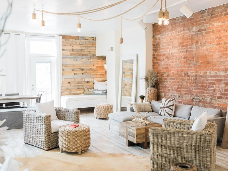 G2-Designer property nestled in charming hamlet of Mt Adams-Next to dwntwn Cincy, alquiler vacacional en Cincinnati