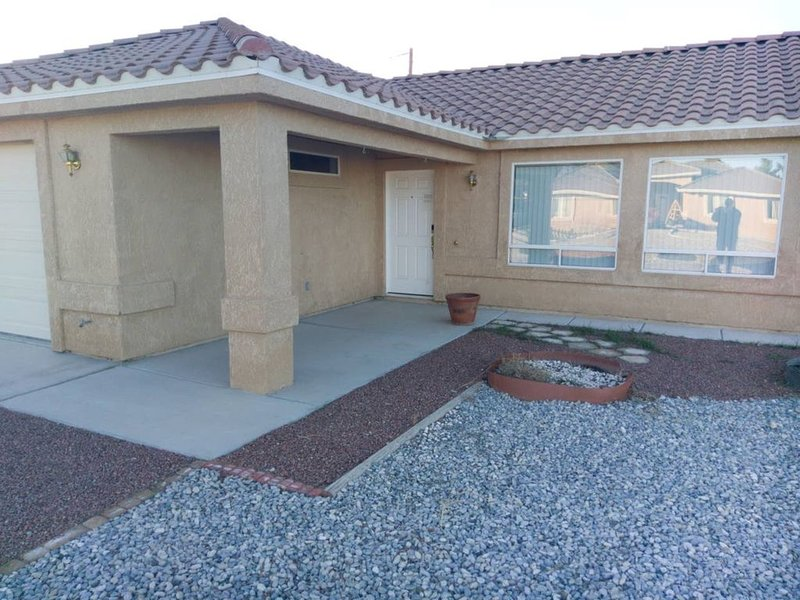 home away from home near front sight and death valley national park, Ferienwohnung in Pahrump