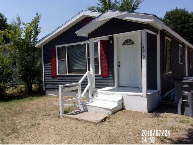 Beautiful remodeled 3 bedroom home., holiday rental in Lawton