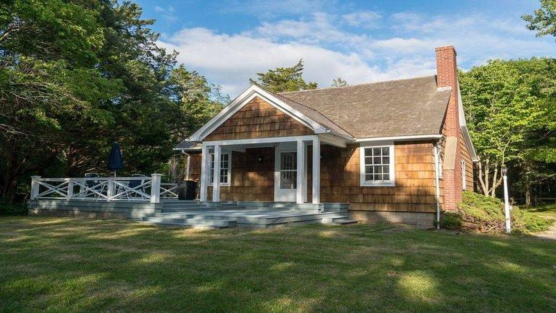 East Hampton 3BR/3BA house on private beach!  Amazing Harbor View! – semesterbostad i East Hampton