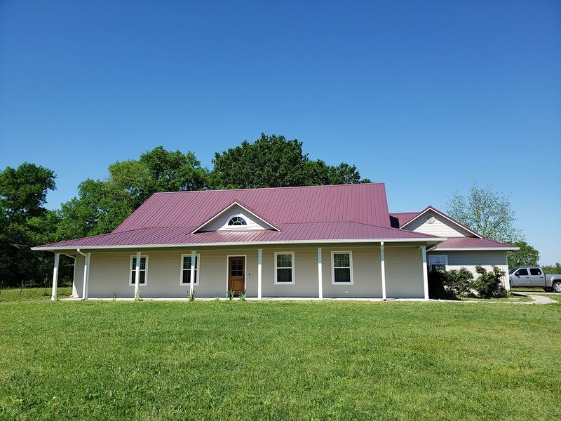 Peaceful new home near lake fork, location de vacances à Point