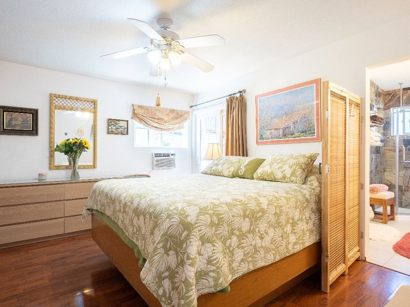 Darling Cape Cod Style Beach Cottage - Sleeps 6 (3 beds), holiday rental in Imperial Beach