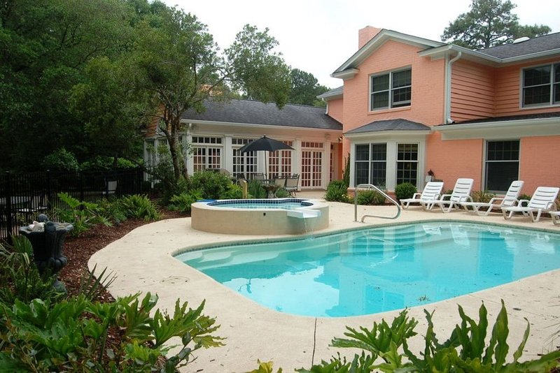 Private Saltwater Pool w/saltwater spa**sleeps 12**Family & Pet Friendly, aluguéis de temporada em Litchfield Beach