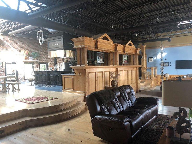Grand Suite- Village Square, location de vacances à Forester Township