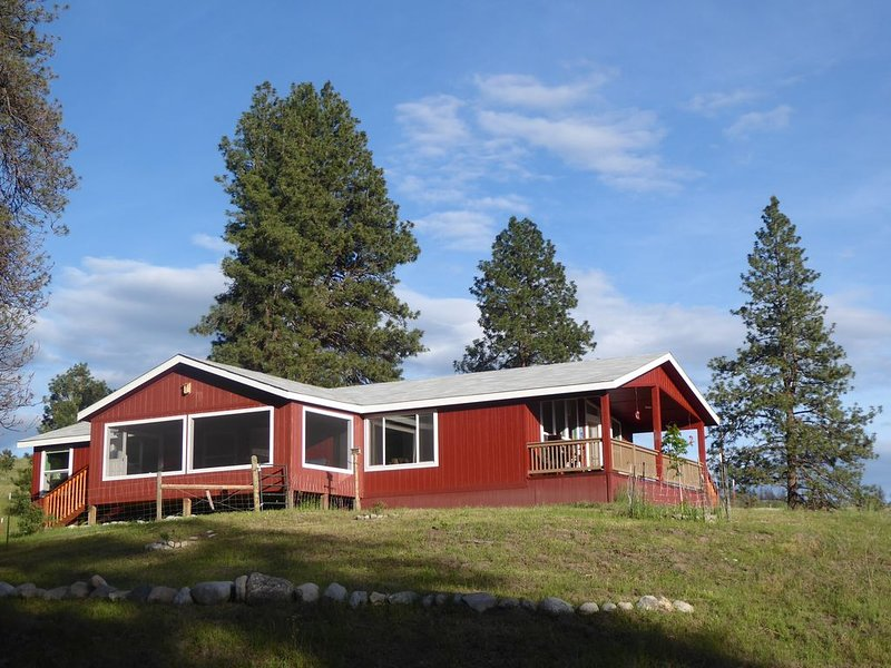 Beautiful ranch and new house in Okanogan Highlands, holiday rental in Oroville