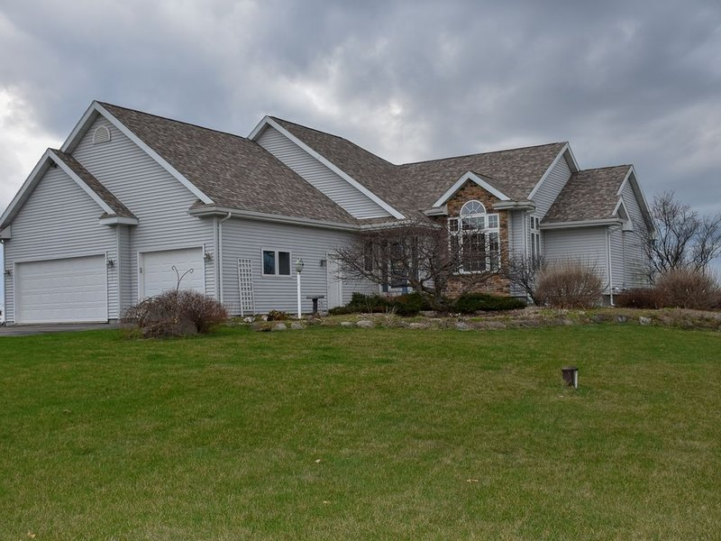 Beautiful Country Home- Sleep 11, location de vacances à Mineral Point