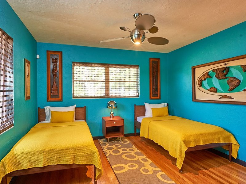 Atomic Tiki Modern Mid-Century Ranch House - 1950's, alquiler de vacaciones en Tarpon Springs