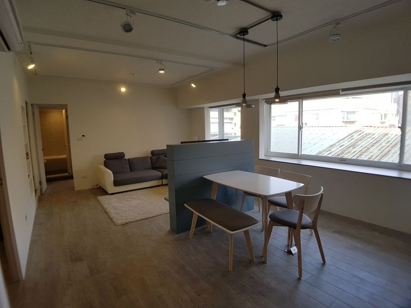 Centrally located beautiful 2-bedroom apartment, vakantiewoning in Da'an