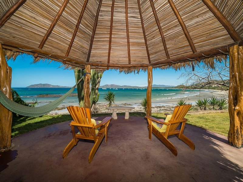 THE BEACH HOUSE: Private Beachfront home with pool, quiet location, sleeps 6, Ferienwohnung in Tamarindo