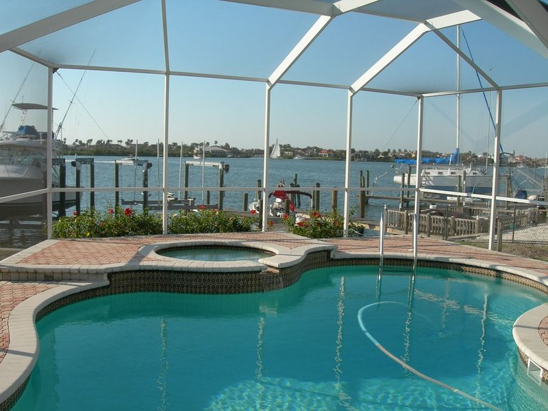 Waterfront Pool Home with Dock directly On Bal Harbor, holiday rental in Gibsonton