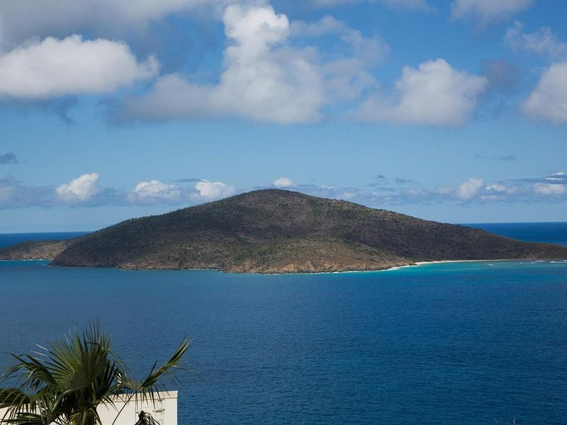 Lovin The Latitude: Romantic Couples Dream Retreat, holiday rental in Magens Bay