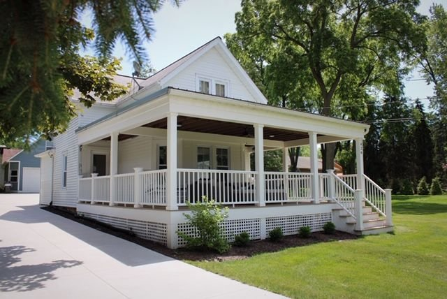 Charming Updated Home in Green Lake; Wraparound Porch. Strong Wifi!, alquiler de vacaciones en Green Lake