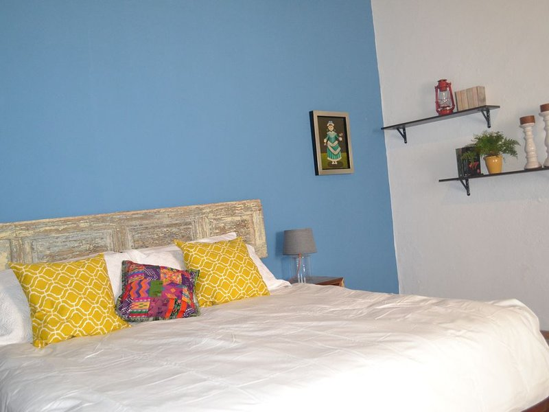 Historical house in the heart of the city!!, vacation rental in Queretaro City