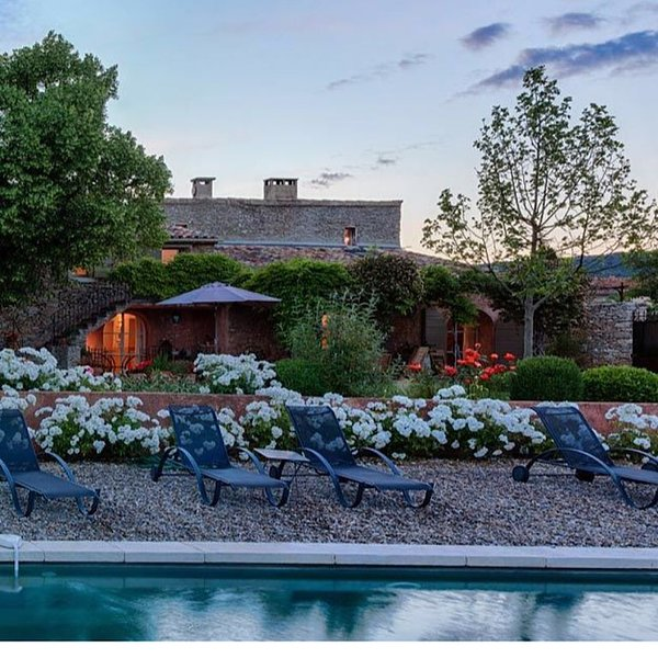 Charming Provençal Country Home with pool and modern conveniences, holiday rental in Roussillon