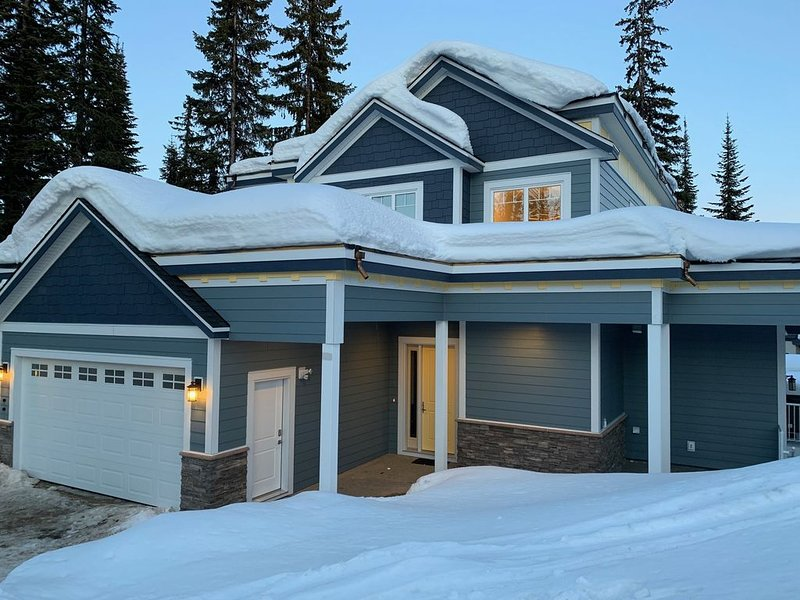 Vantage Ski in Ski Out Chalet top of Silverwoods Chair at SilverStar Mountain, holiday rental in Silver Star