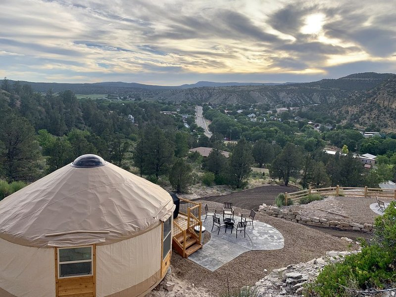 Yurt Overlook #8 at East Zion Resort (King Suite), vacation rental in Mount Carmel