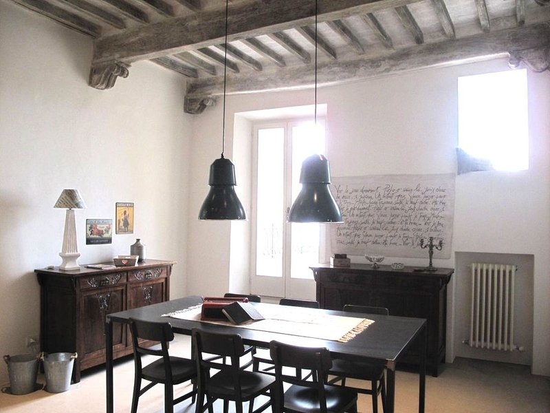 CHARMING HOUSE IN HISTORIC TOWN CENTRE - ART-STUDIO In Cerca D'Autore, holiday rental in Montepulciano