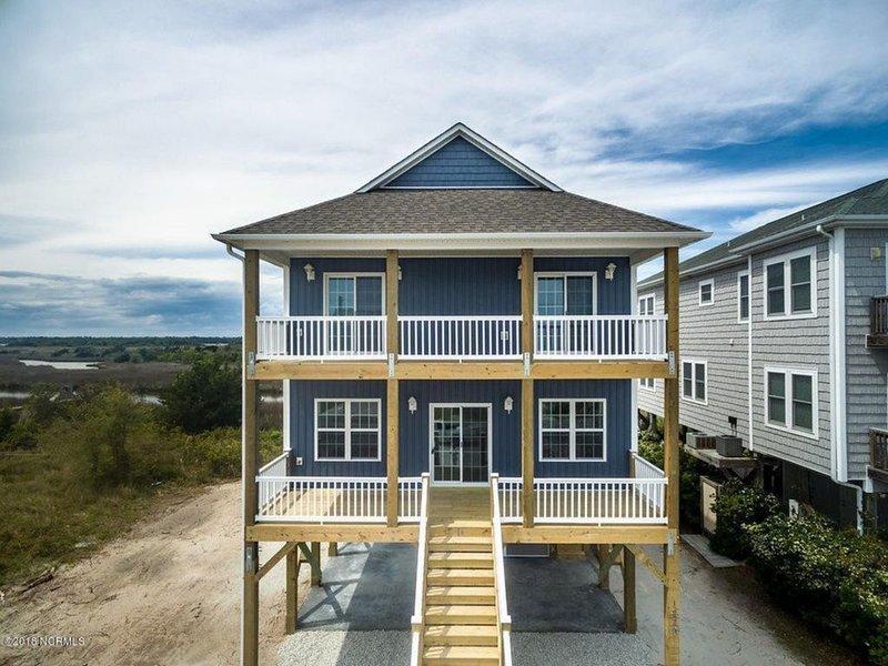 New Home, Wonderful Ocean & Sound views 4BR, 3BA home w/elevator, Sleeps 12-14, location de vacances à Holly Ridge