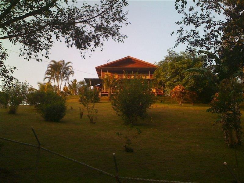 Panoramic View to Arenal Lake - Just 30 Minutes from Volcano, aluguéis de temporada em Cano Negro