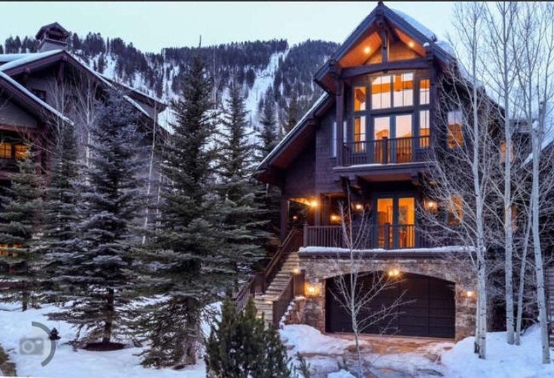 Best House In Aspen For ALL SEASONS! Mega Mansion in ideal location!, holiday rental in Aspen