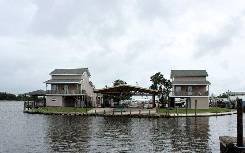 Cabin 4 - Jean Lafitte Harbor, holiday rental in Lafitte