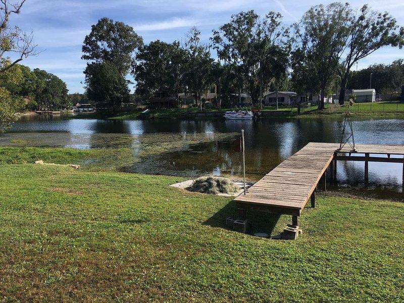 Beautiful Lakefront Home On Lake Saxon, alquiler de vacaciones en Lutz