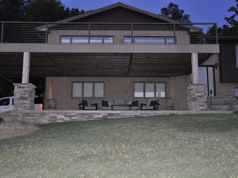 Beautiful Ozarks retreat on Bull Shoals Lake, holiday rental in Lakeview