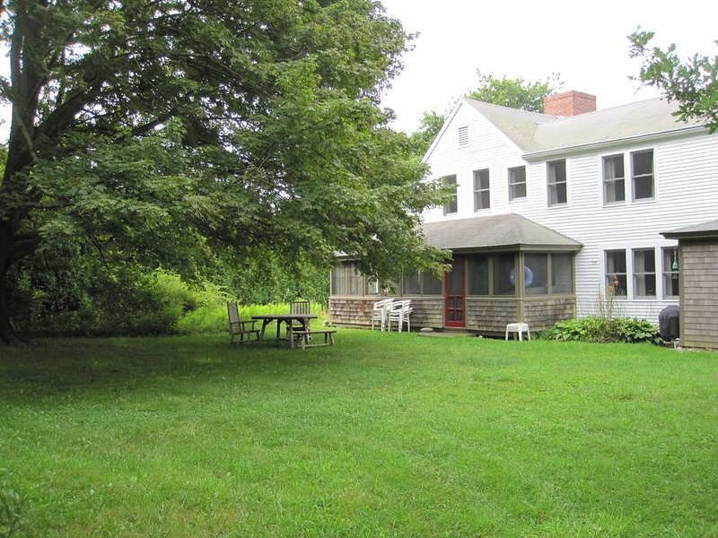 Spacious, Comfortable 1700s Home - Close to Cape Cod Bay Beaches, holiday rental in Brewster