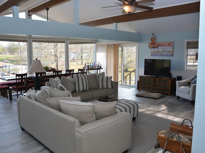 Remodeled Lake Home In Quiet Cove, location de vacances à Kemp